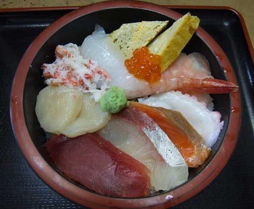 『市場寿司 たか』の基本形・豪海投げ込み丼