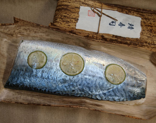 薬師神啓一さんの名品「鯖寿司」