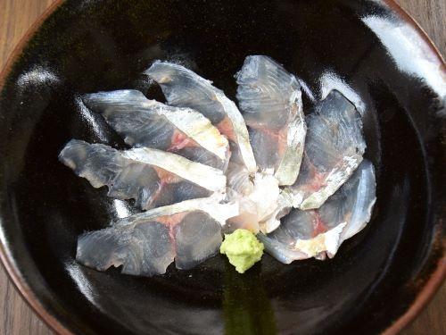 リュウキュウヨロイアジの刺身