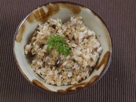 ウネナシトマヤガイの炊き込みご飯