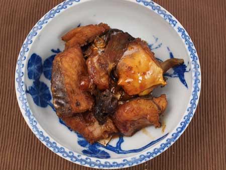 ビワコオオナマズの煮つけ