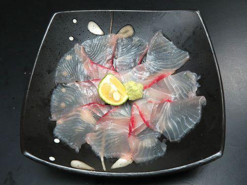 ヒレジロマンザイウオの刺身