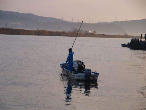 松江市で見られるシジミ漁