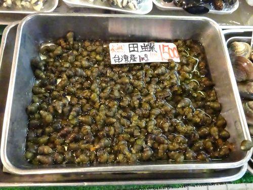 上野センター街で売られていた台湾産タニシ